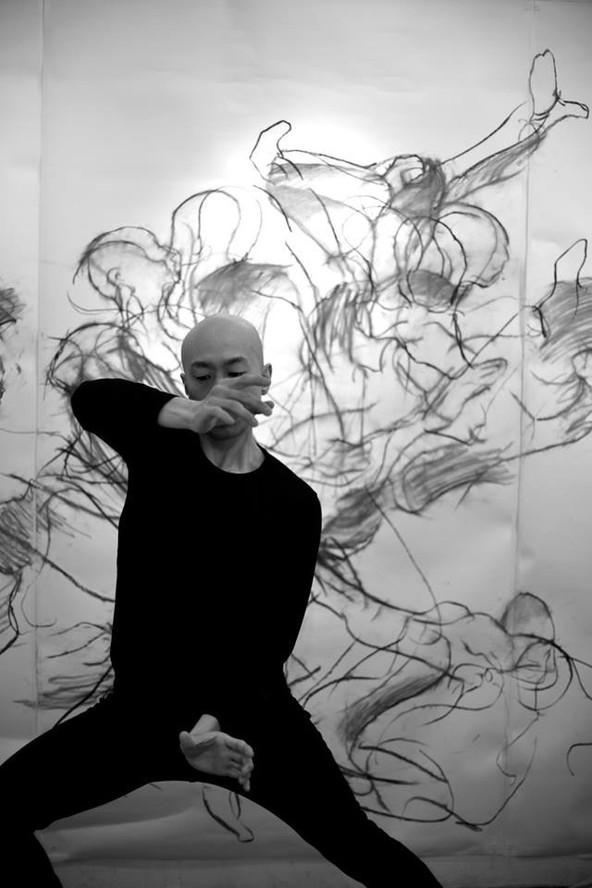 銀座月光荘 | コンテンポラリーダンサー東海林靖志と | 紙に木炭 2014年