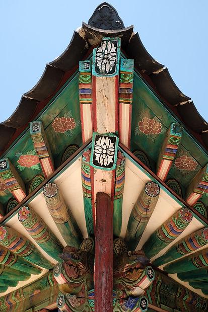 korea-buddhist-temple-old-traditional-ro