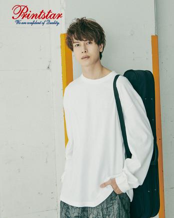 Printstar 5.6オンス ヘビーウェイトビッグLS-Tシャツ(00114-BCL)男性着用イメージ