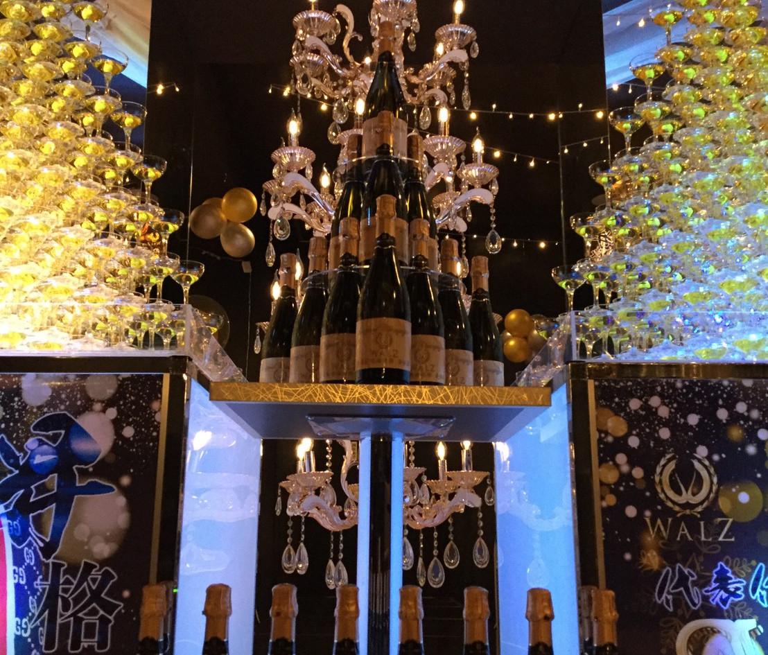 トライアングル10段2台ボトルタワー3.jpg