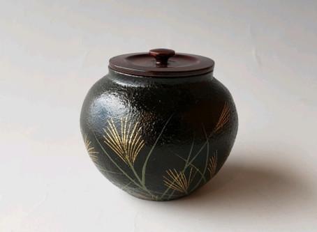 「結城哲雄 作 陶漆 秋草蒔絵 小壷」をお買い取りしました