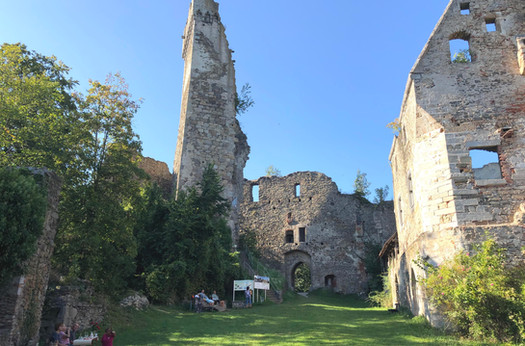 Besteigbarer Bergfried (32 m)