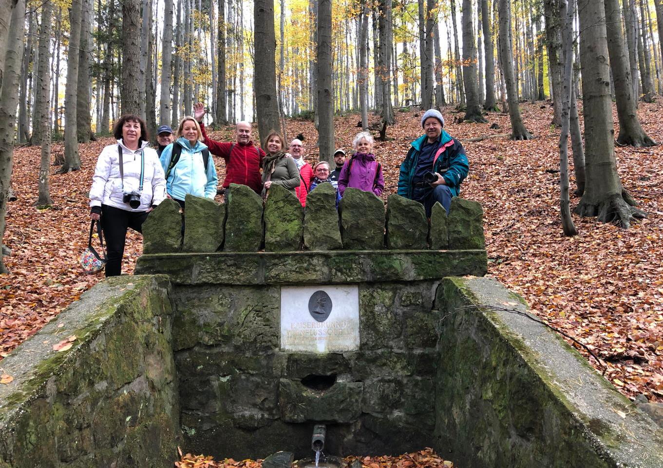 12 Gruppenbild am Kaiserbruendl.jpg