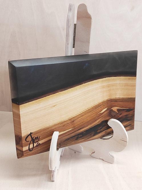 Prkénko z třešně a černé pryskyřice 30x20cm