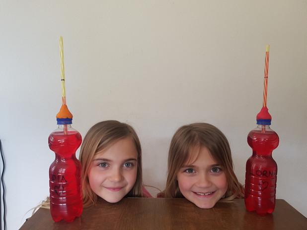 Lorna und Pia Thermometer.jpg