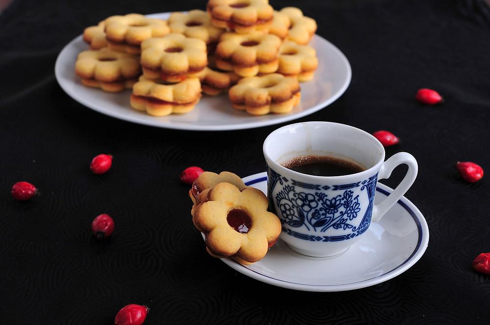 Linški piškoti s šipkovo marmelado