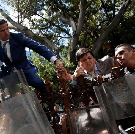 La polizia venezuelana NON ha impedito a Guaidó l'accesso all'Assemblea nazionale