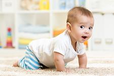 שלב הזחילה, תינוק זוחל על הבטן, תינוק זוחל על שש, תינוק זוחל על ארבע, תינוק לא זוחל