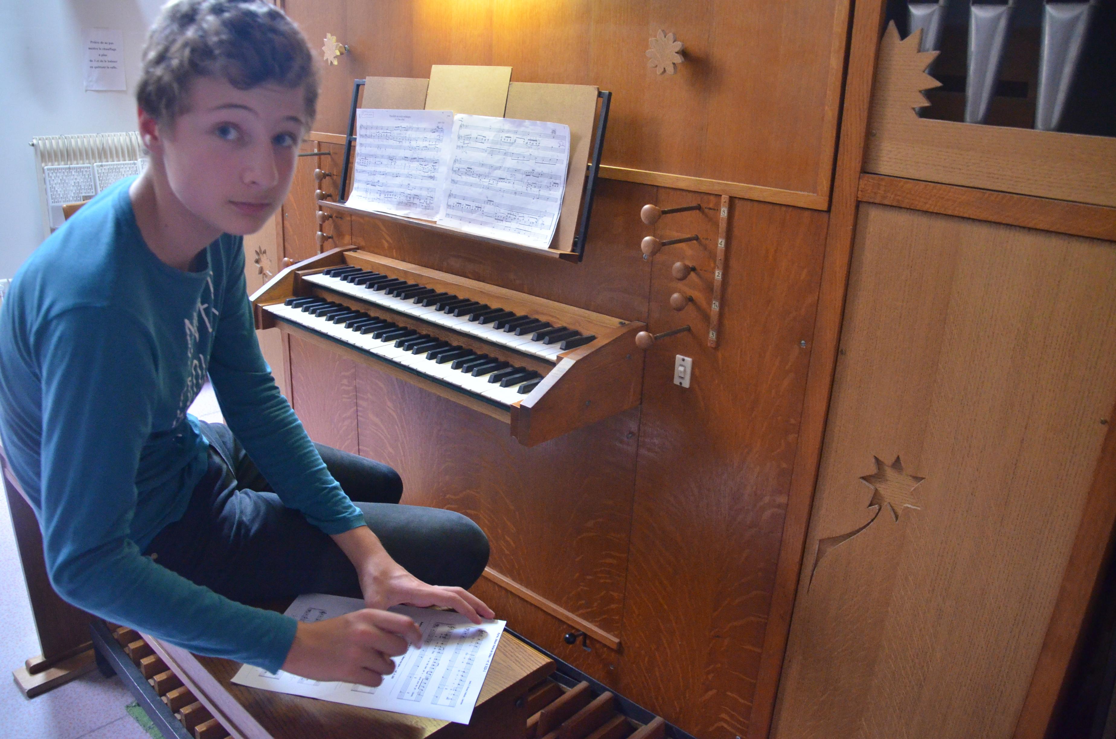 Théophile en cours d'orgue