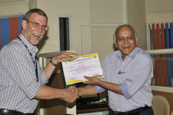 Andy Gleadow awarding thermochronology certificate, Hyderabad, India 2013