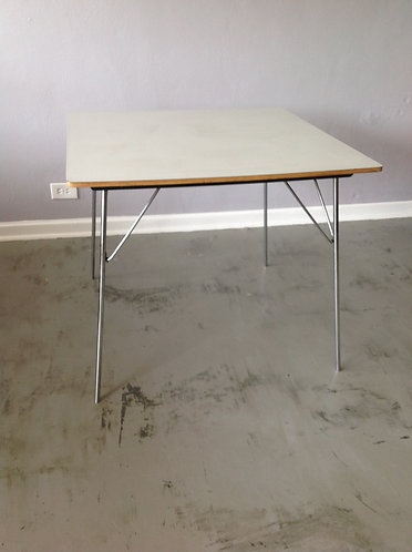 Eames DTM20 (Dining Table Metal legs)