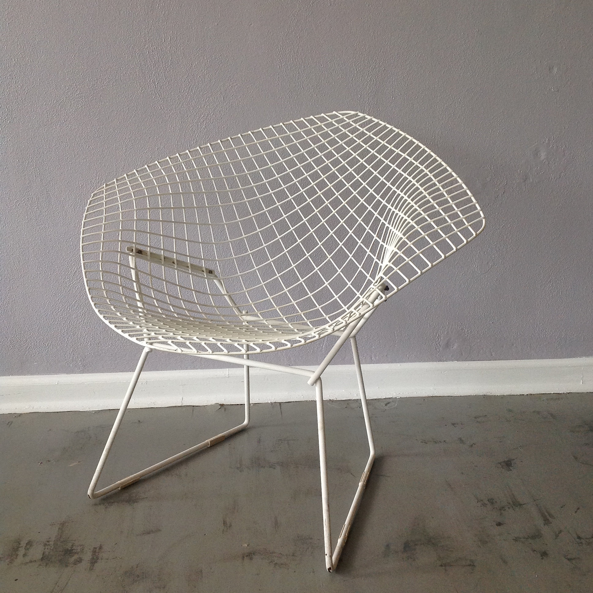 Exceptional Vintage Knoll Bertoia Diamond Chair In Original White. This Classic Design  Does Show Some Age, And A Slight Bit Of Rust.There Are 4 Foot Glides That  Are ...