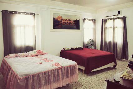 Спальня с 2мя кроватями
