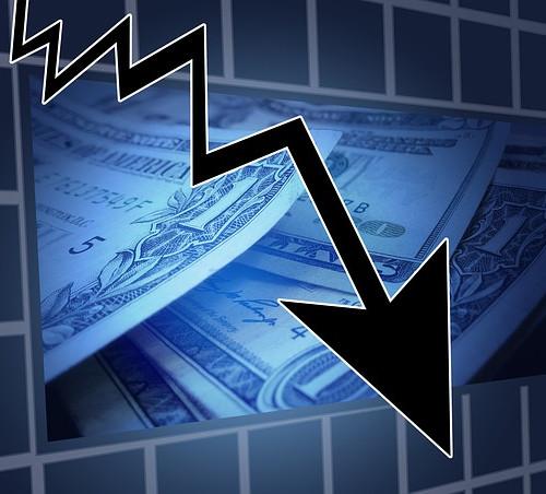 KRİZ DÖNEMİNDE MARKA YÖNETİMİ Faiz oranlarının yükselmesi, enflasyon, ekonomik parametrelerde değişim, global düzensizlikler piyasalarda tedirginliğe sebep olurken, şirketlerin marka yatırımlarında çekimser davranmaları sonucunu doğuruyor. Kriz yönetim planlarının yapıldığı ve konkordato ilanlarının arttığı talihsiz kriz döneminde marka yönetiminde faydalı olabilecek temel unsurlar;