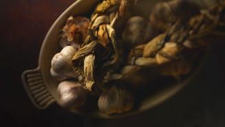 Garlic in an oven dish
