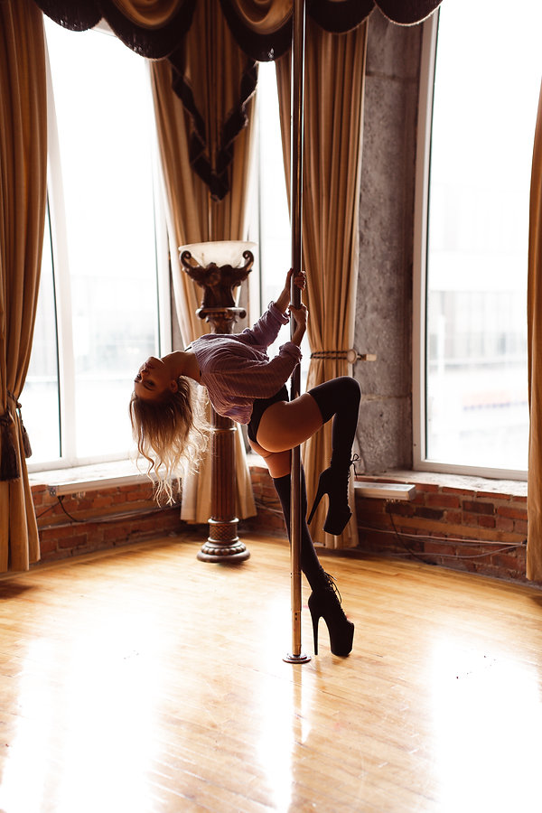 diana pole, diana, pole art, toronto model, toronto photographer, toronto ontario, pole dance, pole fitness, black and white photography, haute features