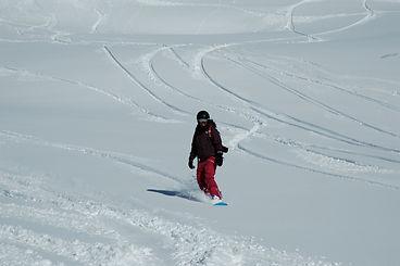 Gitty privat Ski und Snowboard Instruktor für Ben&Joe's, private ski and snowboading lessons in den Davos-Klosters Mountains ist passioniert um Ihnen das Snowboarden beizubringen!