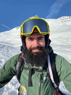 Caspar, private Ski Instructor for Ben&Joe's, ski school in Davos and Klosters is great fun with kid