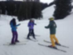 Casper Ski Instruktor bei Ben&Joe's, private ski and snoboarding lessons in Klosters und Davos zeigt wie es geht in unserem 3 Tages Anfängerkurs