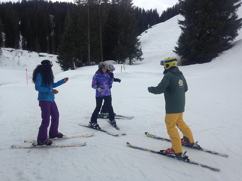 Ski fahren lernen in 3 Tagen für first timers im Kleingruppenvormat von 2 bis 3 Teilnehmern in Klosters und Davos