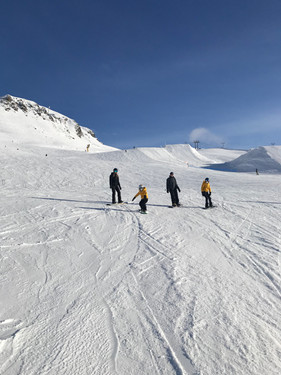 Learn to snowboard as a family in the Davos-Klosters Mountains.