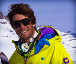 Rodrigo, private snowboard instructor for Ben&Joe's in Davos and Klosters will teach you a new trick