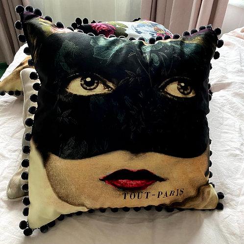 Cafe Lady faux Velvet Cushion