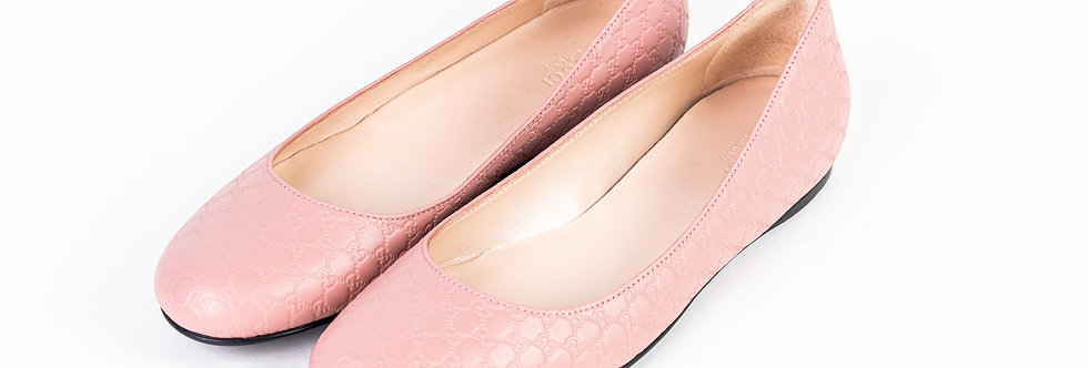Gucci Embroidered Pump In Pink front view