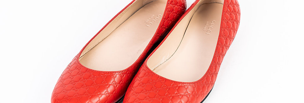Gucci Embroidered Pump In Red front view