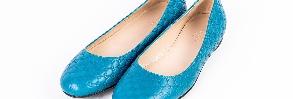 Gucci Embroidered Pump In Blue front view