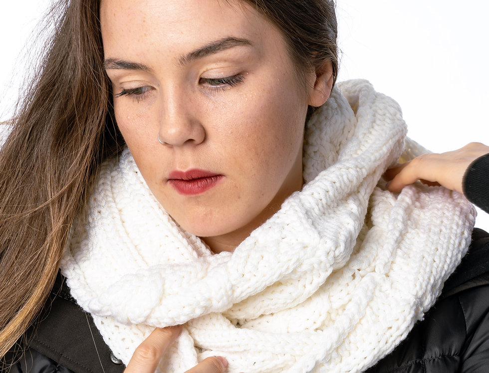 Canada Goose Chunky Cable Snood In White