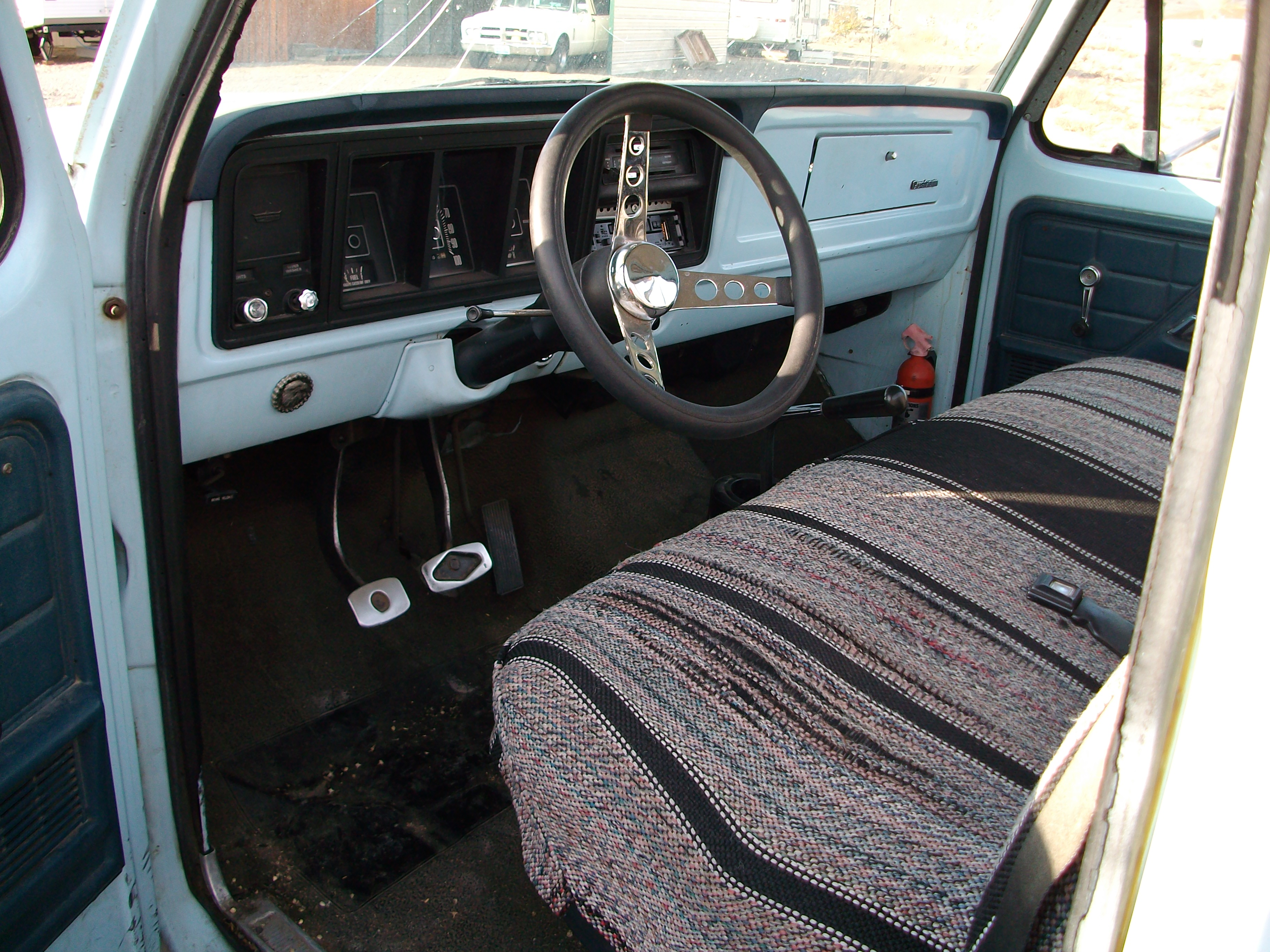 1976 F100 Inside Cab
