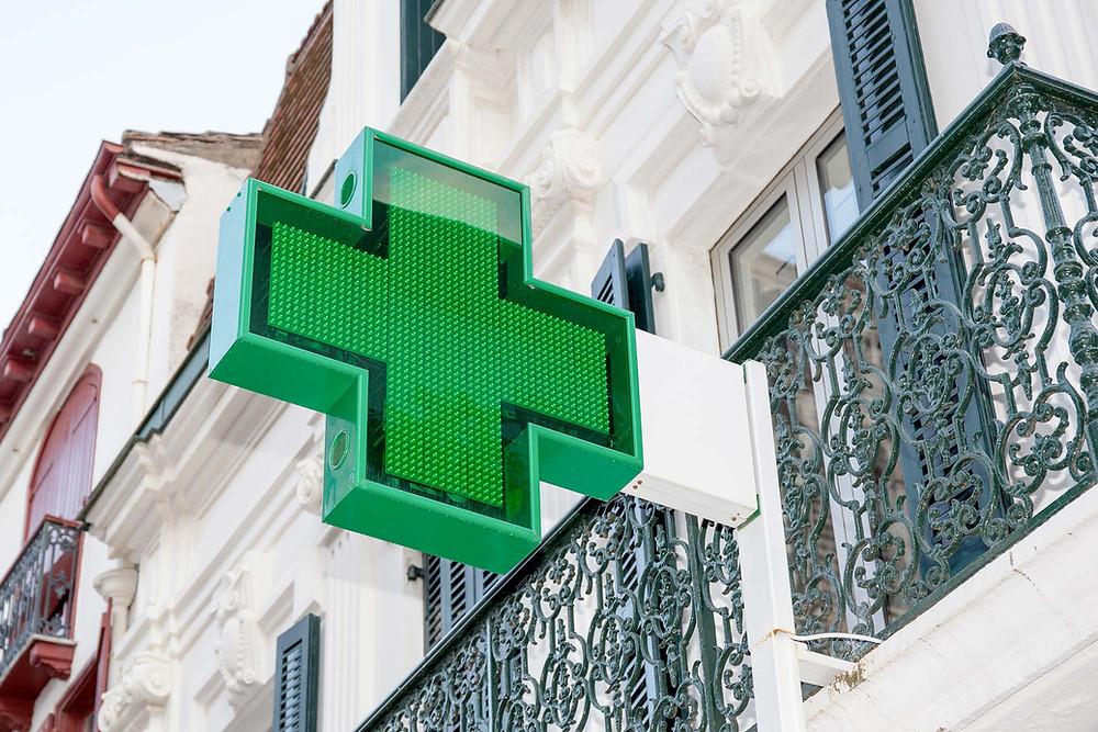 cruz de farmácia verde