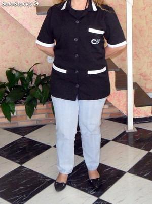 uniforme-para-profissional-de-limpeza-e-