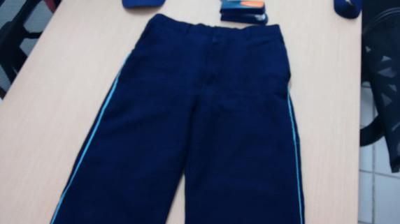calça tipo pijama com detalhe na lateral
