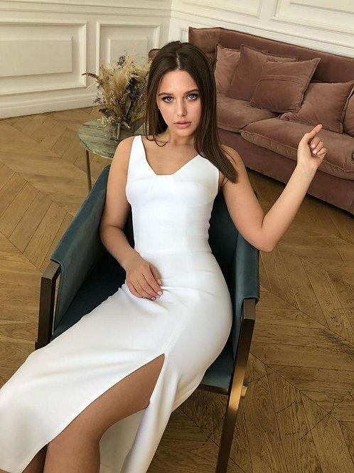 Платье с акцентным лифом и боковым вырезом