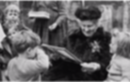 maria-montessor-with-kids.png