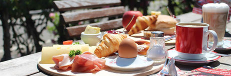 Frühstück_in_Rosengarten.jpg