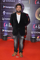 arijit-singh-at-red-carpet-of-gima-award