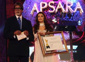 Aishwarya Rai  At Apsara Awards 2011 (1)