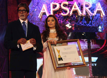 Aishwarya Rai  At Apsara Awards 2011 (1)
