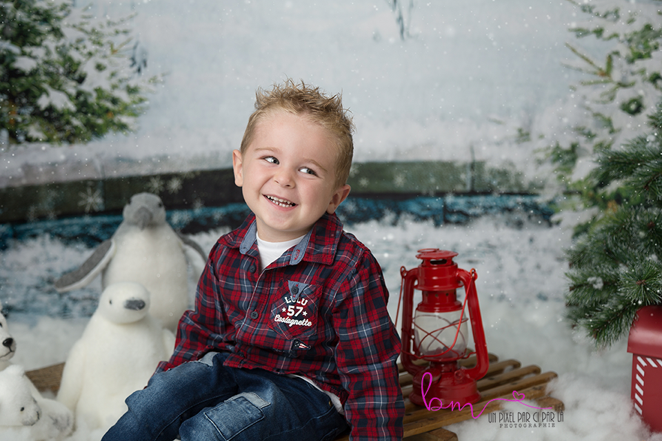 garçon noel luge lampe sapin neige