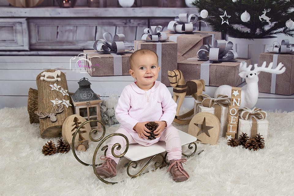 Mini séance Noël bébé heureux