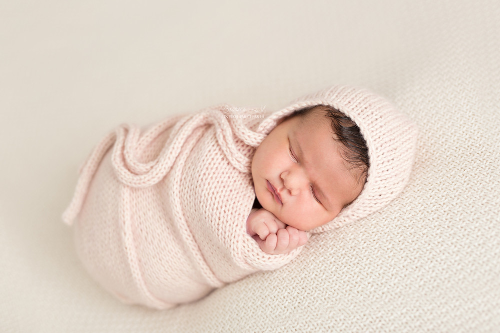 photo naissance fille emmaillotement emmaillotée