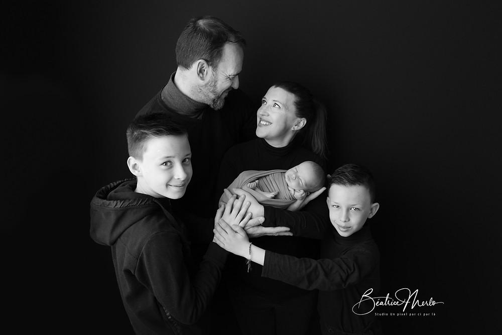 photographe séance naissance avec aînés gard