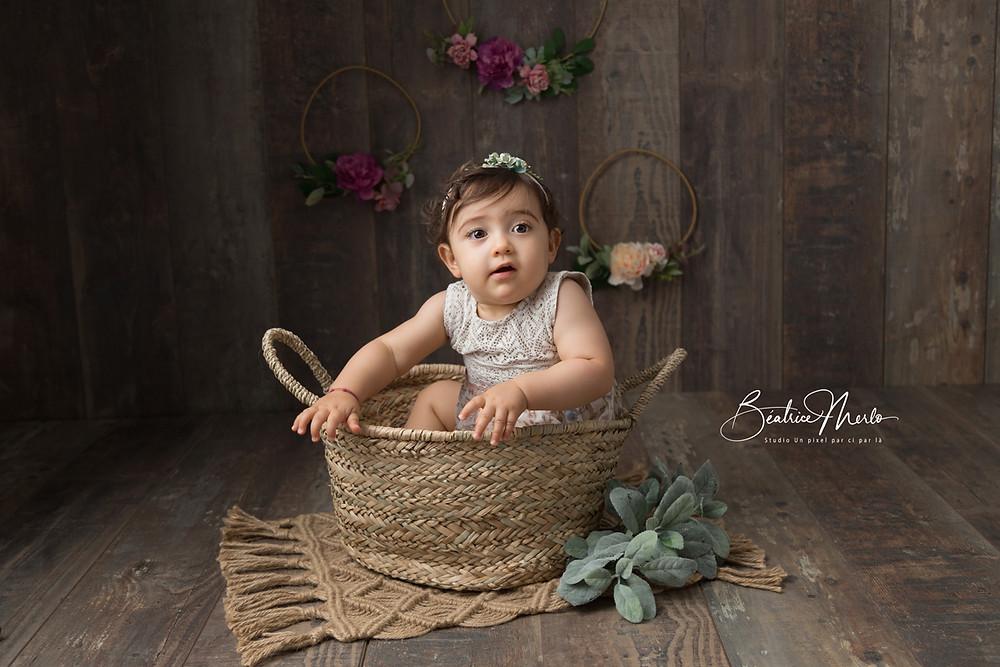 bébé fille panier séance photo