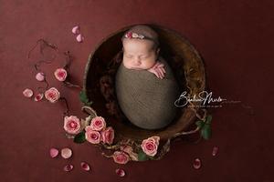 naissance fille bébé bol marron fleurs emmaillotement