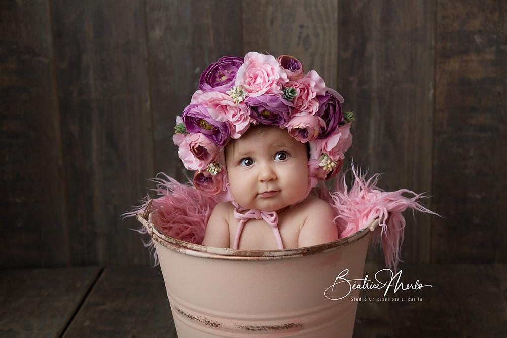 bébé bonnet fleurs seau pour photo