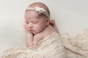 nouveau né fille fleurs dentelles beige