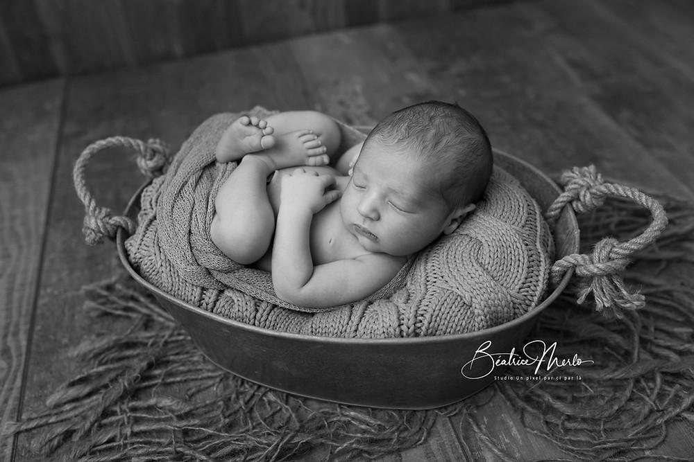 bébé endormi bassine zing N&B